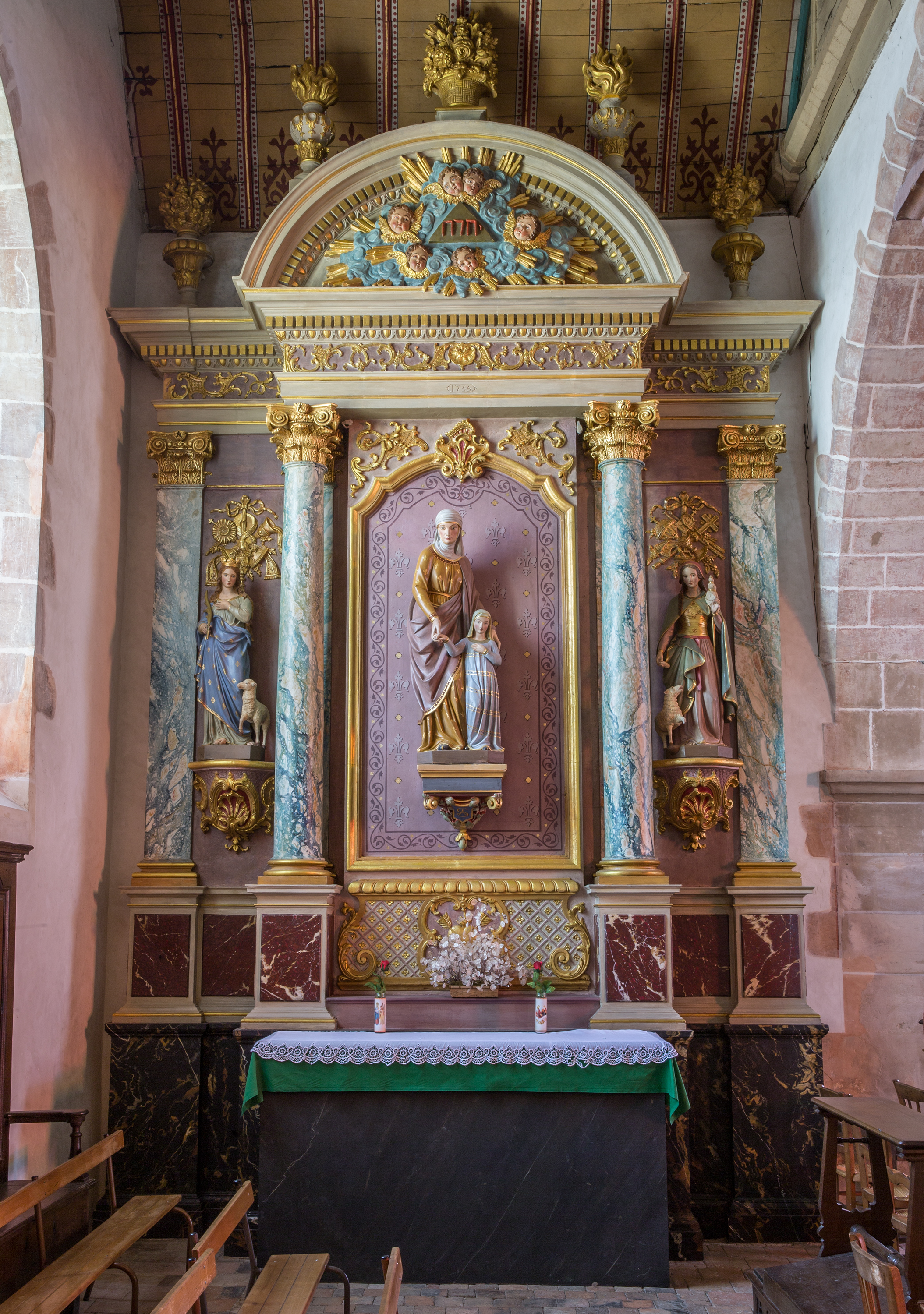 La chapelle Sainte-Anne, le retable.
