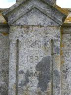 Inscriptions à l'avant du socle.