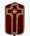Ornement rouge n° 3 : chasuble, étole, bourse de corporal, voile de calice, pale