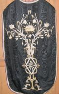 Ornement noir n° 1 : chasuble