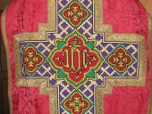 Ornement rouge n° 12 : chasuble, étole, bourse de corporal, voile de calice